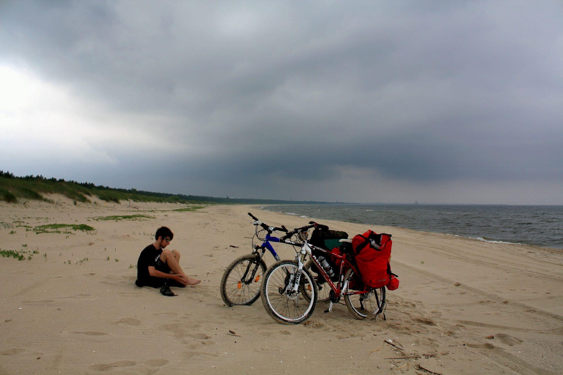 Rowerem wzdłuż wybrzeża - plaża na wyspie wolin