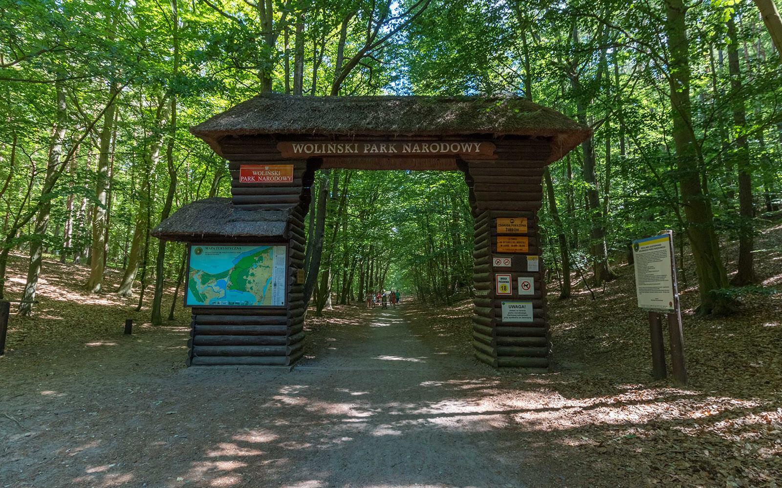 Brama iwejście doWolińskiego Parku Narodowego