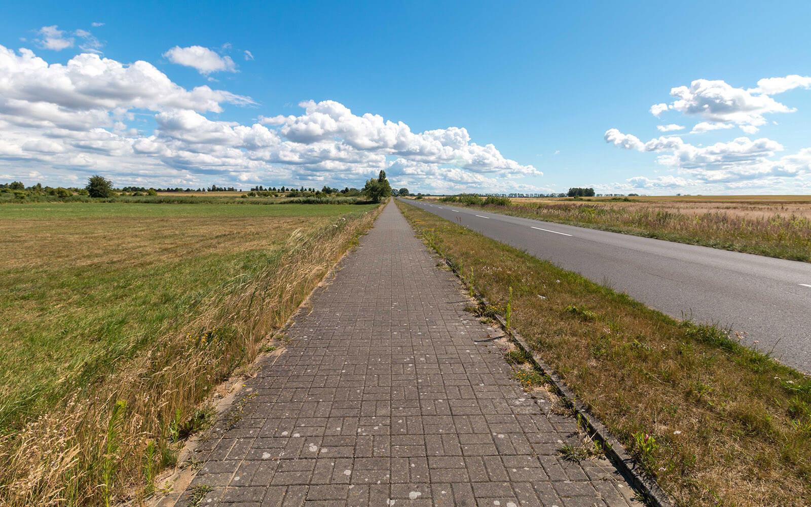 Droga rowerowa nasypie wolin między Międzywodziem aUninem