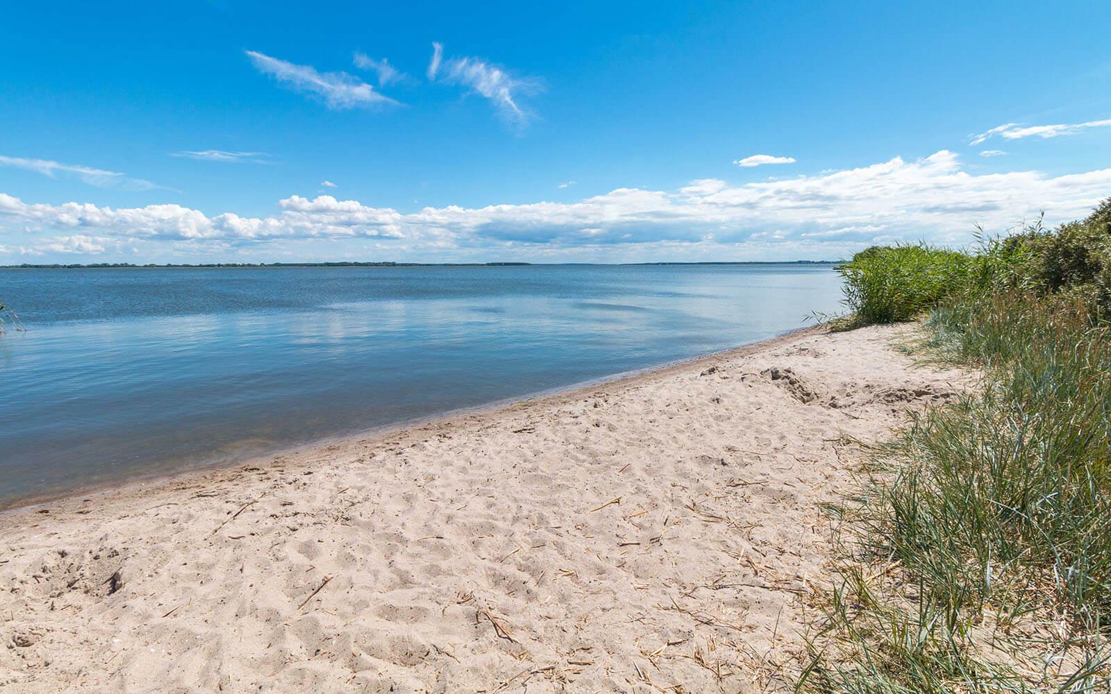Plaża wSüdspitze Gnitz nawyspie Uznam